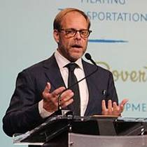 Picture of an author: Alton Brown