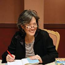 Picture of an author: Ruth Ozeki