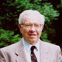 Picture of an author: Fred Hoyle