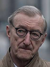 Picture of an author: Julian Barnes