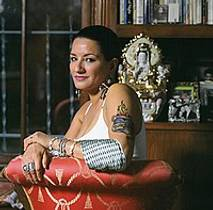 Picture of an author: Sandra Cisneros