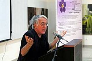 Picture of an author: David Barsamian