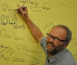 Picture of an author: Robert Llewellyn