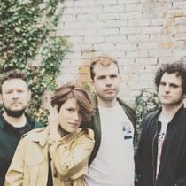 Picture of a band or musician: Triángulo De Amor Bizarro