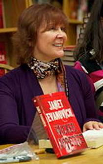 Picture of an author: Janet Evanovich
