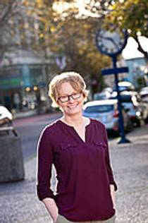 Picture of an author: Amy  Stewart