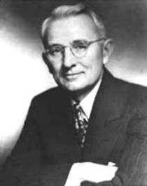 Picture of an author: Dale Carnegie