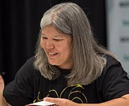 Picture of an author: Julie Kagawa