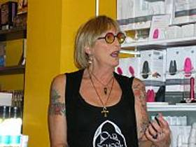 Picture of an author: Kate Bornstein
