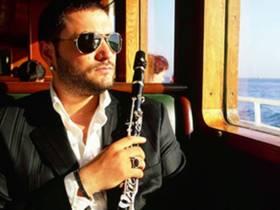 Picture of a band or musician: Hüsnü Şenlendirici